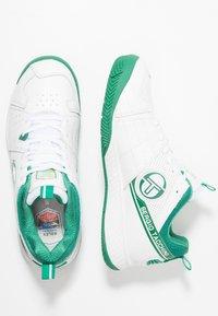 sergio tacchini - MONTE CARLO - Multicourt Tennisschuh - white/green - 1