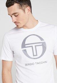 sergio tacchini - NEW ELBOW - T-shirt print - white - 4
