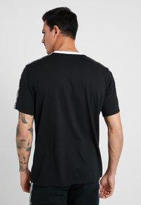 sergio tacchini - DAHOMA - T-shirt print - black/white - 2