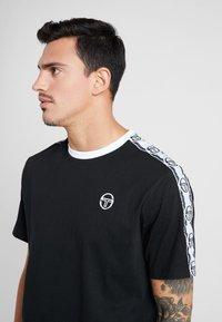 sergio tacchini - DAHOMA - T-shirt print - black/white - 3