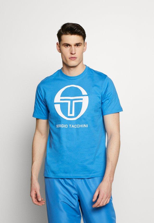 IBERIS - T-shirt z nadrukiem - campanula/white