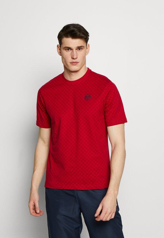 DIN  - T-shirt z nadrukiem - apple red/navy