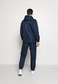 sergio tacchini - CARSON SLIM PANTS - Tracksuit bottoms - navy/white - 2
