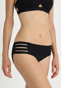 Seafolly - ACTIVE MULTI STRAP HIPSTER - Bikinibroekje - black - 0