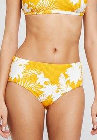 Seafolly - WILD TROPICS WIDE SIDE RETRO - Bikini bottoms - saffron - 0