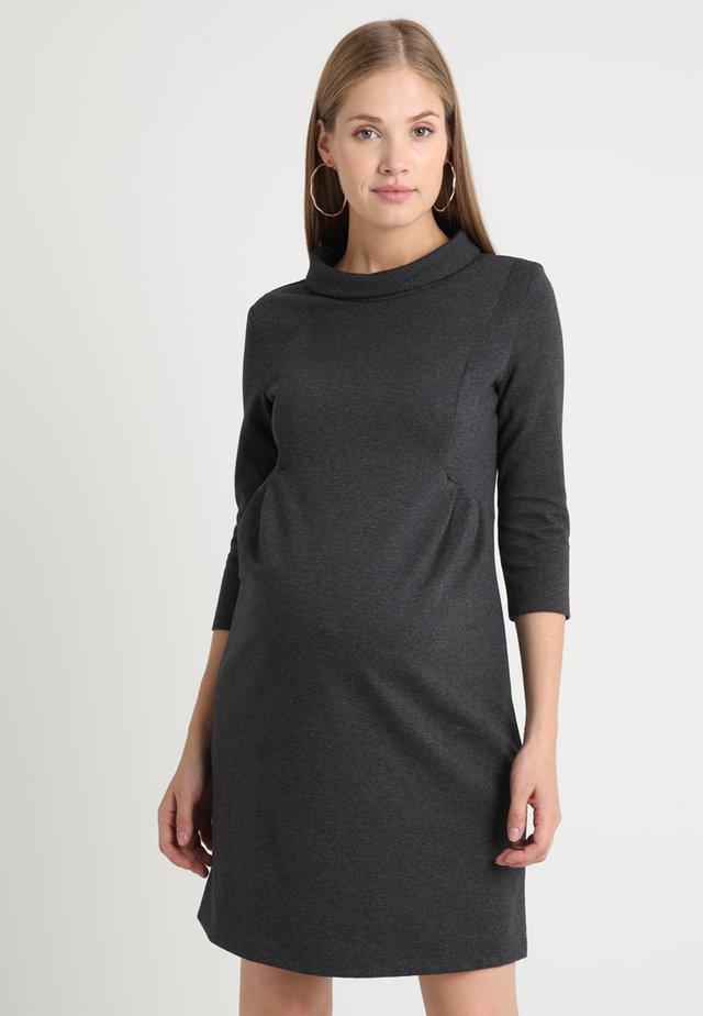 JOELLE - Žerzejové šaty - charcoal
