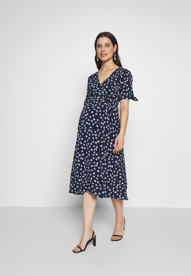 BESSIE MIDI WRAP DRESS - Vestido informal - navyflor