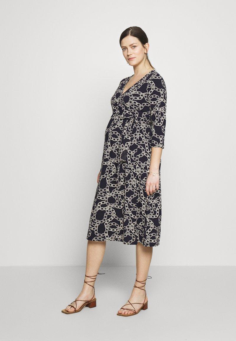 Seraphine - GLORIANNE DRESS - Žerzejové šaty - navy chain