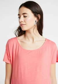 Seraphine - ROXANNE NURSING - T-shirt print - coral - 3