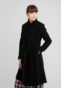 Seraphine - DONATELLA BLEND WRAP COAT - Kort kåpe / frakk - black - 0