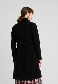 Seraphine - DONATELLA BLEND WRAP COAT - Kort kåpe / frakk - black - 2