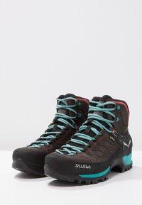 Salewa - MTN TRAINER MID GTX - Hiking shoes - magnet/viridian green - 3