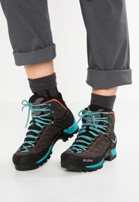 Salewa - MTN TRAINER MID GTX - Hiking shoes - magnet/viridian green - 0