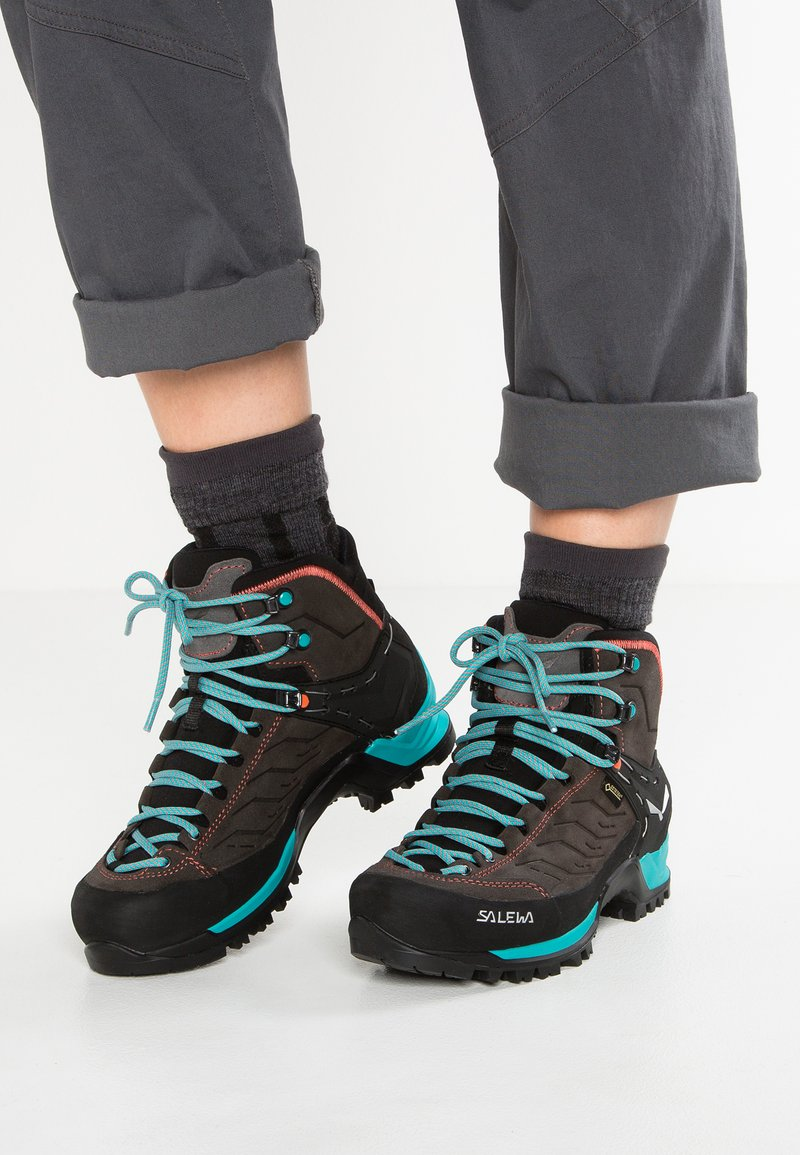 Salewa - MTN TRAINER MID GTX - Hiking shoes - magnet/viridian green