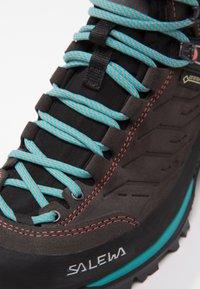 Salewa - MTN TRAINER MID GTX - Hiking shoes - magnet/viridian green - 6