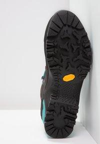 Salewa - MTN TRAINER MID GTX - Hiking shoes - magnet/viridian green - 5