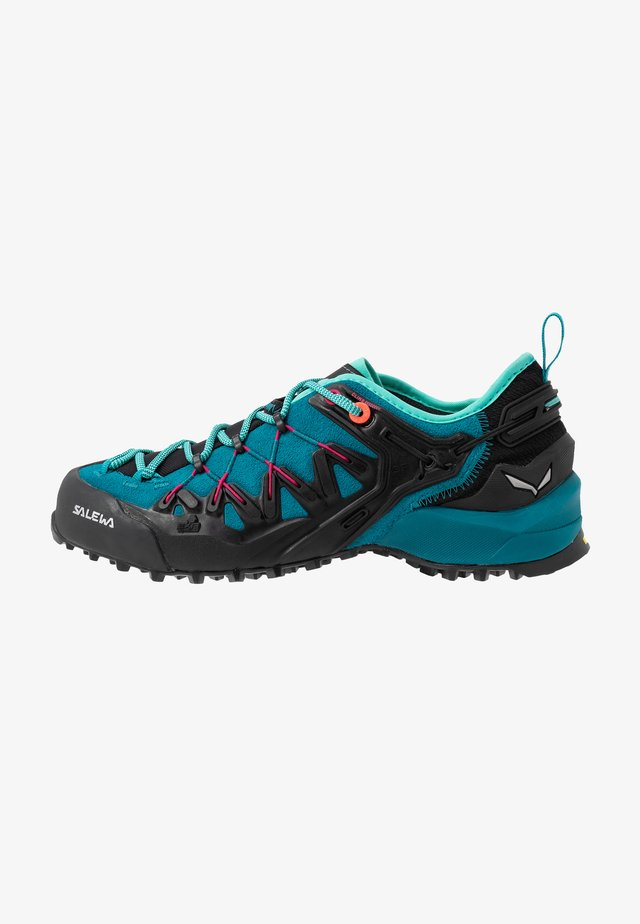 WILDFIRE EDGE - Hiking shoes - malta/vivacious