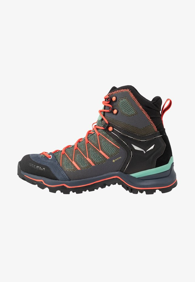 MTN TRAINER LITE MID GTX - Chaussures de marche - feld green/fluo coral