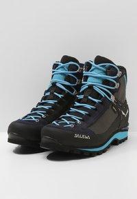 Salewa - CROW GTX - Mountain shoes - premium navy/ethernal blue - 2
