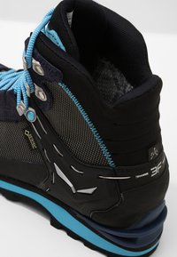 Salewa - CROW GTX - Mountain shoes - premium navy/ethernal blue - 5