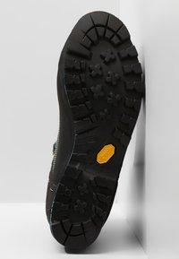 Salewa - CROW GTX - Mountain shoes - premium navy/ethernal blue - 4