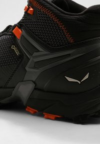 Salewa - MS ULTRA FLEX MID GTX - Hiking shoes - black/holland - 5