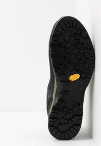 Salewa - MS MTN TRAINER GTX - Buty wspinaczkowe - becks/fluo yellow - 4