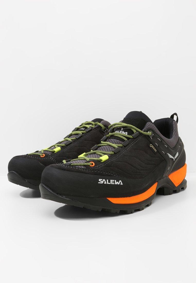 Salewa Ms Mtn Trainer Gtx - Chaussures À Scratch Black Out/holland