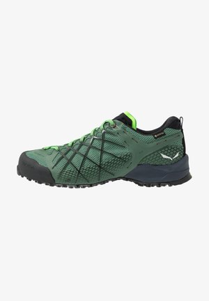 MS WILDFIRE GTX - Hiking shoes - myrtle/fluo green