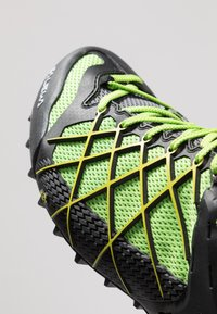 Salewa - MS WILDFIRE GTX - Chaussures de marche - black out/fluo yellow - 5