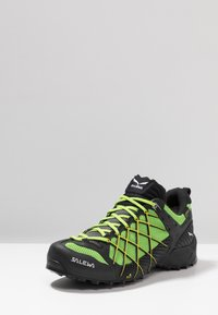 Salewa - MS WILDFIRE GTX - Chaussures de marche - black out/fluo yellow - 2