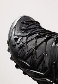 Salewa - WILDFIRE EDGE MID GTX - Hiking shoes - black - 5