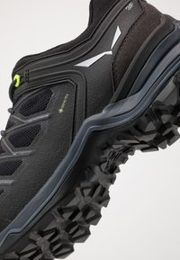 Salewa - MTN TRAINER LITE GTX - Hiking shoes - black - 5