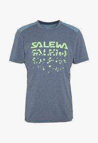 Salewa - PUEZ HYBRID DRY TEE - T-shirt med print - flint stone melange - 4