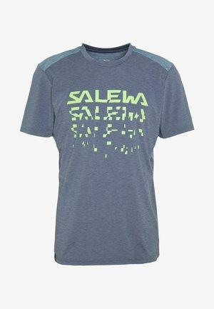PUEZ HYBRID DRY TEE - T-shirt med print - flint stone melange