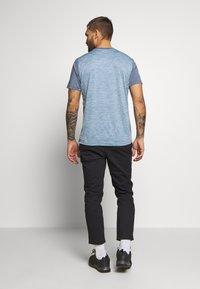 Salewa - PUEZ HYBRID DRY TEE - T-shirt med print - flint stone melange - 2