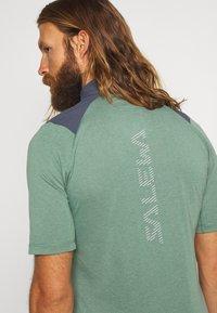 Salewa - AGNER HYBRID DRY ZIP TEE - Print T-shirt - myrtle melange - 4