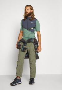 Salewa - AGNER HYBRID DRY ZIP TEE - T-shirt z nadrukiem - myrtle melange - 1