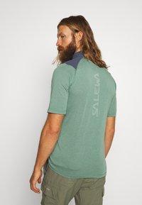 Salewa - AGNER HYBRID DRY ZIP TEE - Print T-shirt - myrtle melange - 2