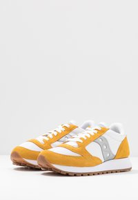 Saucony - JAZZ VINTAGE - Zapatillas - white/yellow/silver - 4