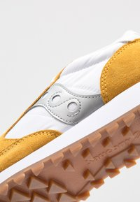 Saucony - JAZZ VINTAGE - Zapatillas - white/yellow/silver - 2