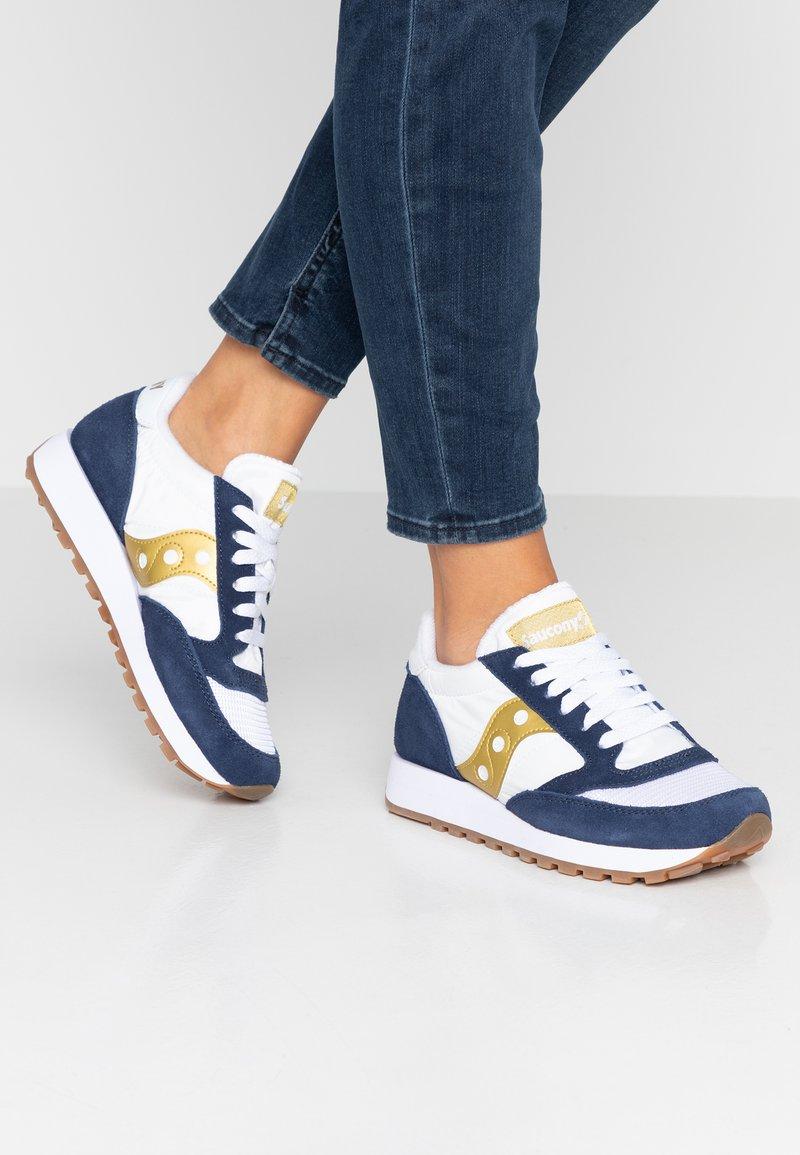 Saucony - JAZZ ORIGINAL VINTAGE - Sneaker low - white/navy/gold