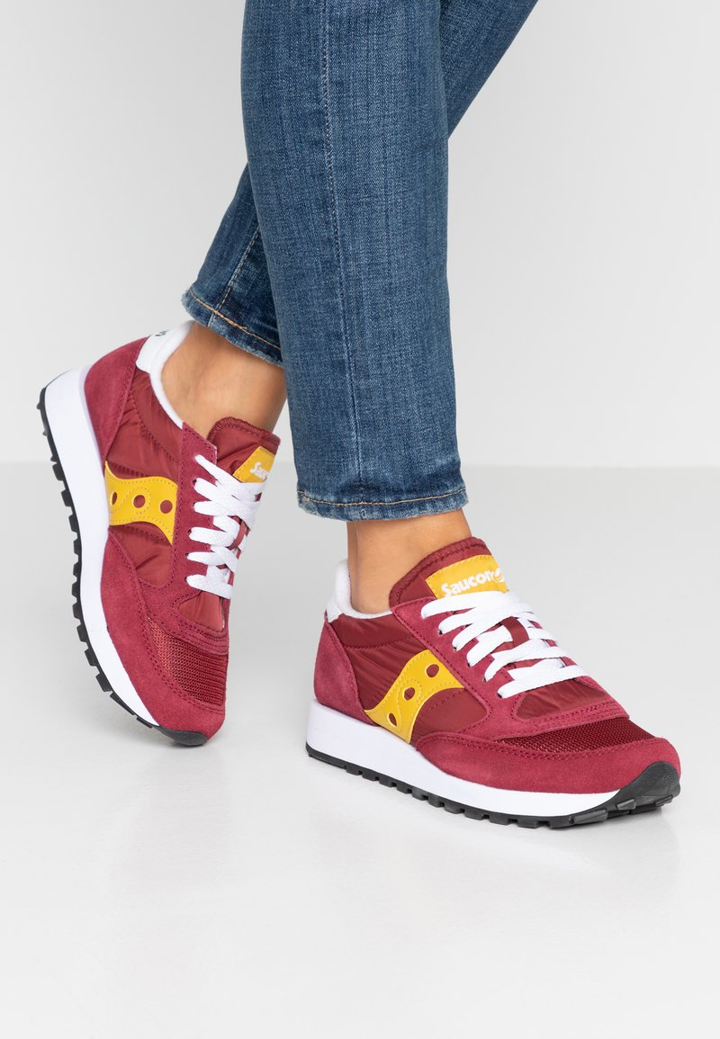 Saucony - JAZZ ORIGINAL VINTAGE - Sneaker low - maroon/yellow
