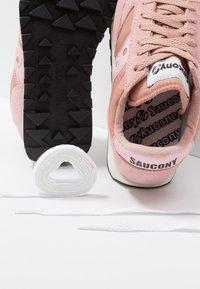 Saucony - JAZZ VINTAGE - Baskets basses - pink - 7