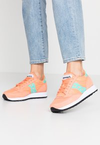 Saucony - JAZZ VINTAGE - Zapatillas - melon/florida keys - 0