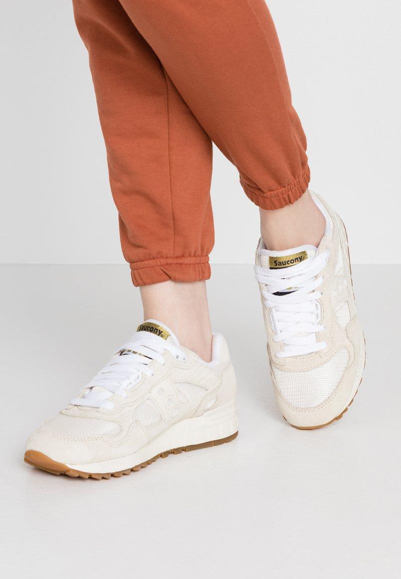 Saucony - SHADOW VINTAGE - Sneaker low - tan/white