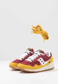 Saucony - SHADOW 5000 VINTAGE - Sneaker low - yellow/maroon/white - 5