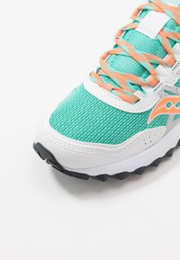 Saucony - EXCURSION TR13 - Matalavartiset tennarit - white/orange/aqua - 5