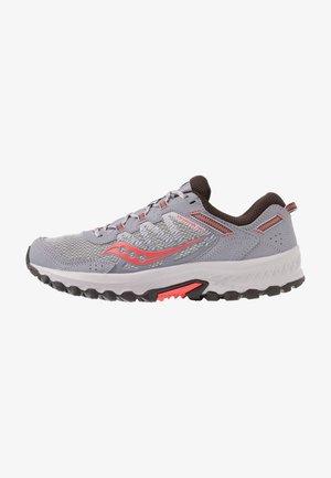 EXCURSION TR - Sportovní boty - grey/coral