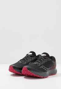 Saucony - GUIDE TR 13 - Løbesko trail - black/barberry - 2